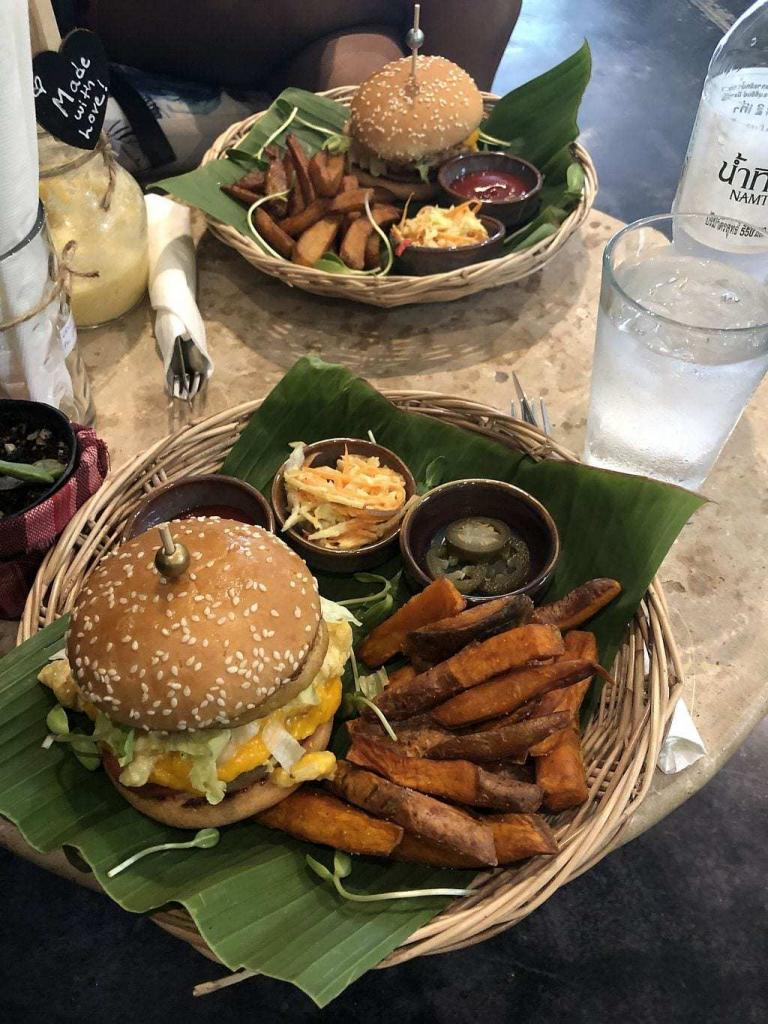 JUICY CRUELTY FREE BURGERS NORTH OF THE ISLAND